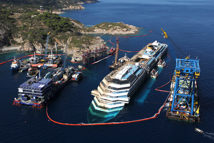 removal of the Costa Concordia ship
